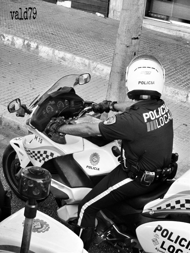 Watch out guys!!  👀👀👀 #blackandwhite #photography #police #people  #emotions