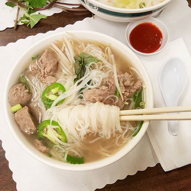 Brrr, it's sooo chilly! ❄ Warming up with a piping hot bowl of pho... 😋 Tag a friend you need to grab some pho with.