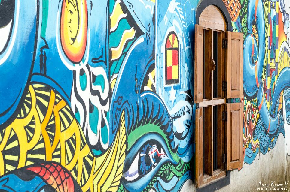 Colorful alley  #kochi #biennale #jewtown #kerala #india #travel #colorful #graffiti #window