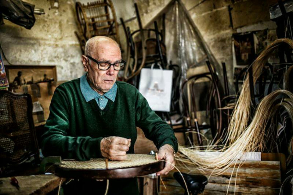 """ancient crafts"" #wemakestudio#wapoldschool#photography#people#antiques#ancient#crafts #trade #works"