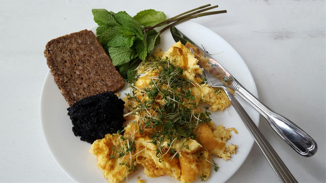 #egg#seeweedcaviar#ryebread#cress#
