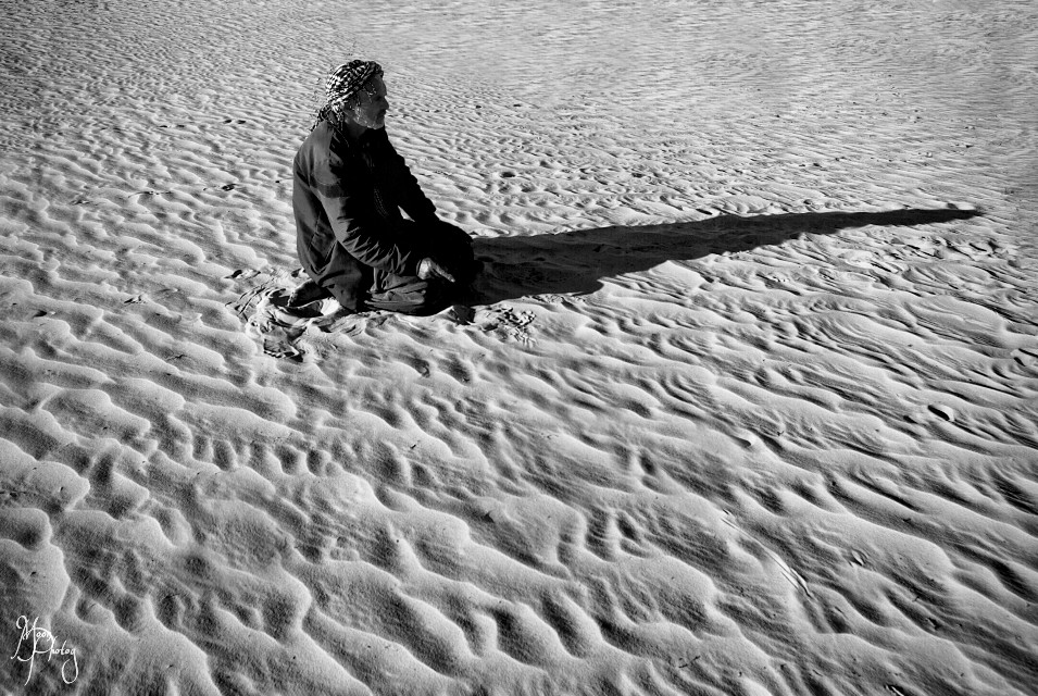 #prayer in #desert #sand #sahara #blackandwhite #photography
