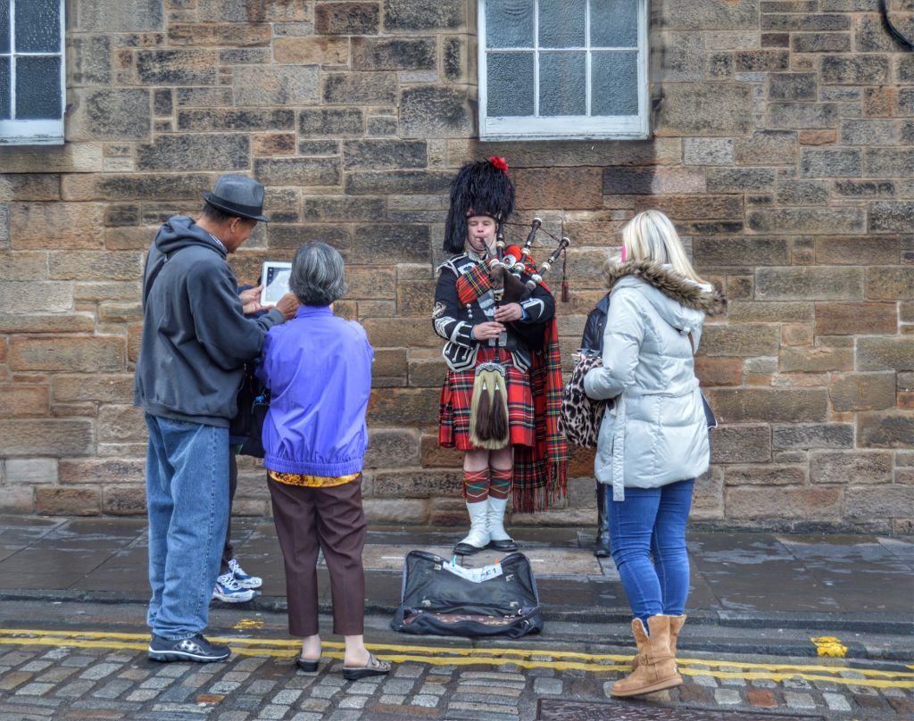 #people #piper #edinburgh #scotland