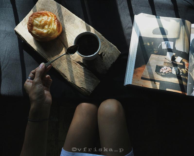 #mycoffee_diary #darktone #coffee #coffeelovers #flatlay #onthetable #breakfast #sony #darkness #dark #morning #spring #photography #flower #cute #love #black #myblacktable #goodmorning#FreeToEdit