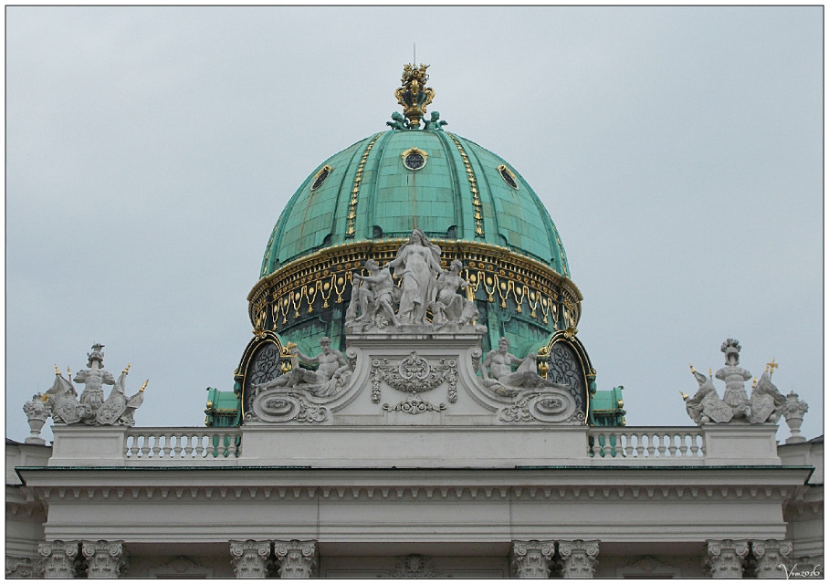 #vienna #wien #austria #hofburg #roof #dome #green #detail #sculpture #statues #colorful #photography #rain #spring #travel #citytrip #citytripday1 #vvm #vvmphotography #imperial #residence #greendome #architecture #buildings #citycenter
