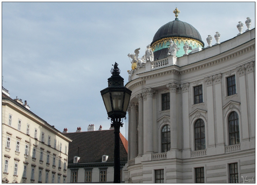 #vienna #wien #austria #hofburg #photography #spring #travel #citytrip #citytripday1 #vvm #vvmphotography #imperial #residence #dome #greendome #architecture #buildings #citycenter #roof #green