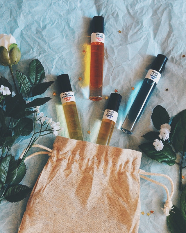 Potion-like perfume oils from Call of the Vialed ✨✨✨ #flatlay #perfume #ecofriendly